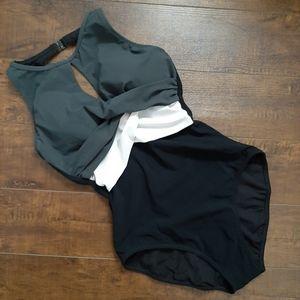 Profile Elegant Twist Color Block Swimsuit Size 6